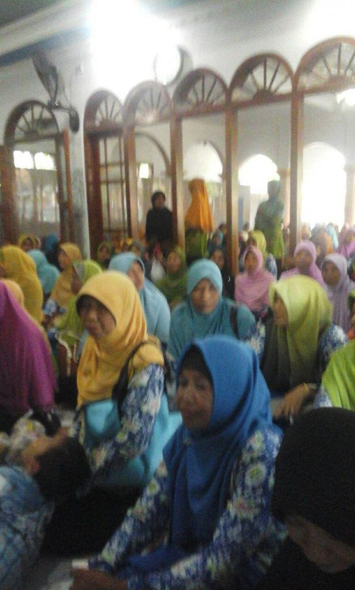 Pengajian Rutin Rabu Pahing ibu-ibu PRA Pacing-Sukosewu (28 Desember 2016)