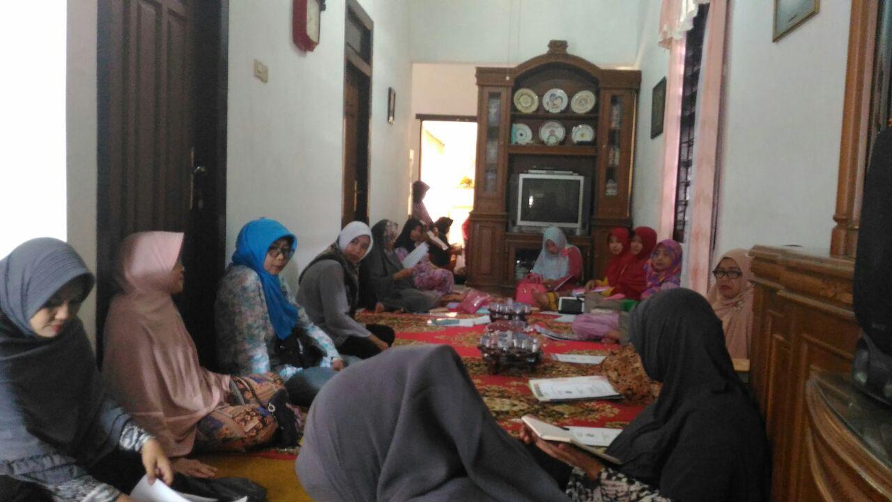Rapat Anggota Tahunan (RAT) Koperasi Wanita Al Fajar Desa Kauman Kecamatan Bojonegoro pada tanggal 29 Januari 2017 bertempat di rumah Ibu Hj. Ichsan Tamim